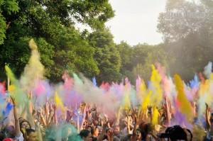 """Всеукраинский Фестиваль красок Holi Fest пройдет в рамках фестиваля """"Файне Місто"""""""
