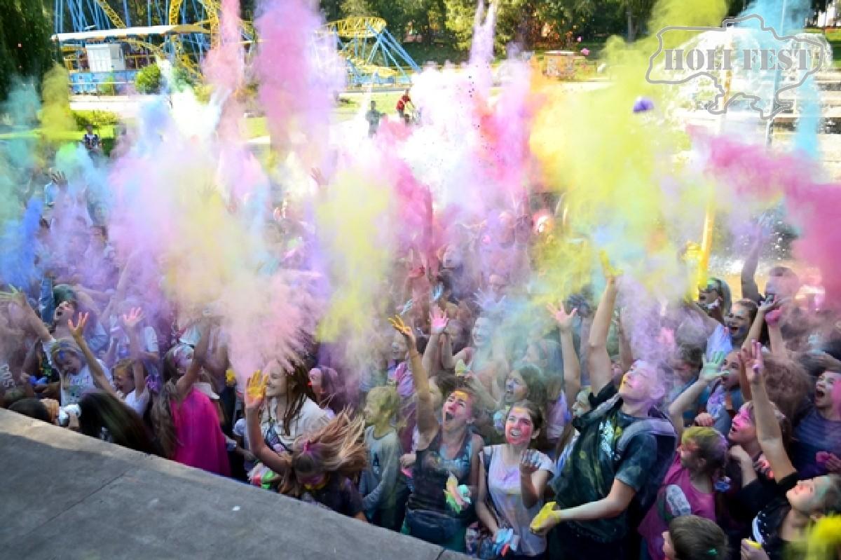 Неповторимый День физической культуры с красками Холи!