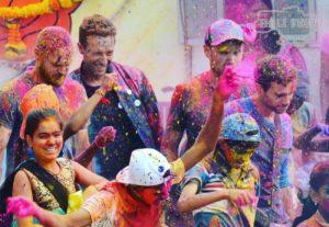 Краска Холи в клипах знаменитых звезд!