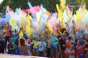 Проведи День Молодежи в ярких тонах с Holi Fest!