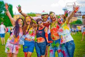Отметь Международный день молодежи Фестивалем красок #Holi_Fest.