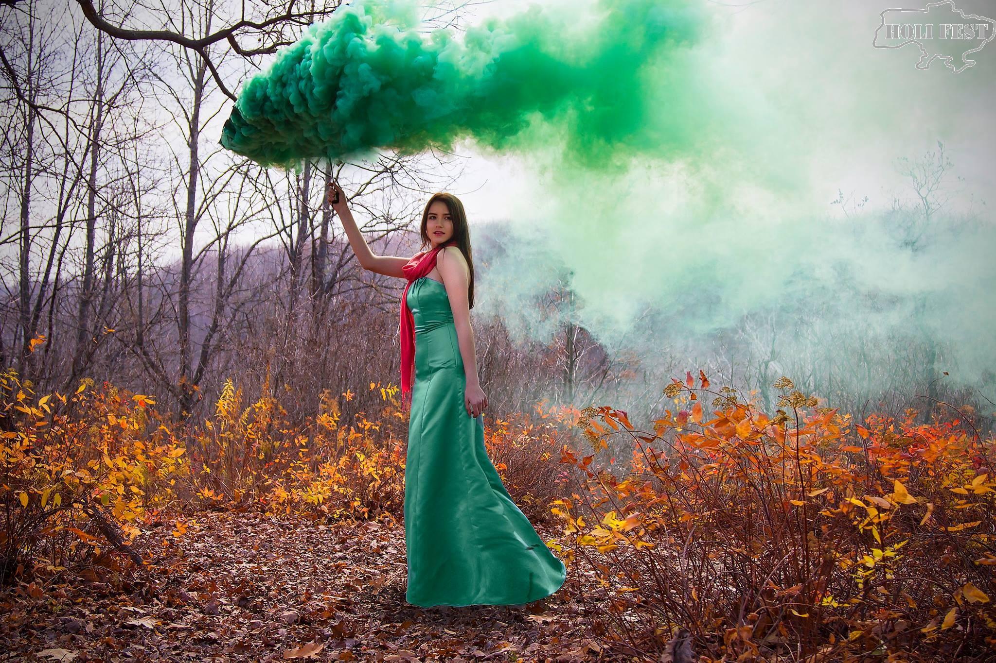 Невероятно насыщенная фотосессия с цветным дымом!